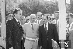 Persone e sindaco Carlo Mazzella in fiera [Su indicazione di Mariano Pastore: Raffaele Vecchio Il sen. Darezzo e il sindaco Carlo Mazzella. Fiera Campionaria].