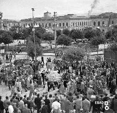 Processione dei Santi Cosma e Damiano sul viale Amendola