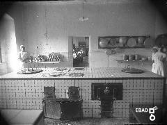 Persone all'interno di una cucina