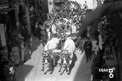 Sfilata dei carri allestiti per la festa dell'uva in Corso Umberto I