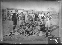 Squadra di calcio nel campo sportivo littorio. [La squadra di Battipaglia ad Eboli. Nota a cura di Mariano Pastore]