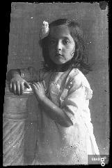 Bambina mezzo busto