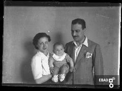 Famiglia fotografata a mezzo busto
