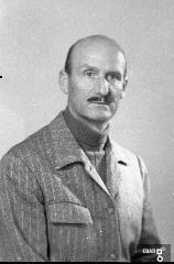 Uomo a mezzo busto. [Su indicazione di Antonino Gallotta: Colonnello veterinario Dino Camici, in servizio a Persano e negli allevamenti della Piana del Sele].