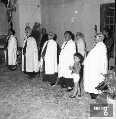Chiesa di San Francesco.Persone di congrega. [Il primo a Destra Gioacchino Di Lorenzo, il quarto Luigi Nobile. Nota a cura di Mariano Pastore]