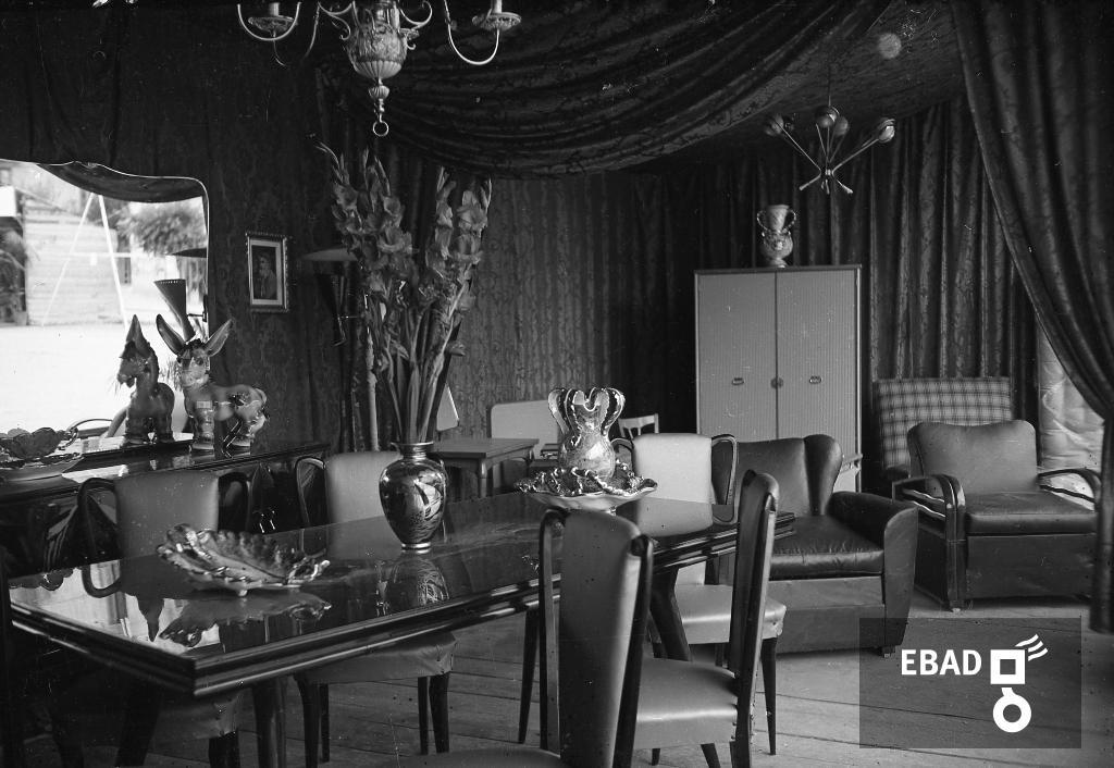 Archivio Fotografico:scheda n.11558 Esposizione di mobili(sala da ...