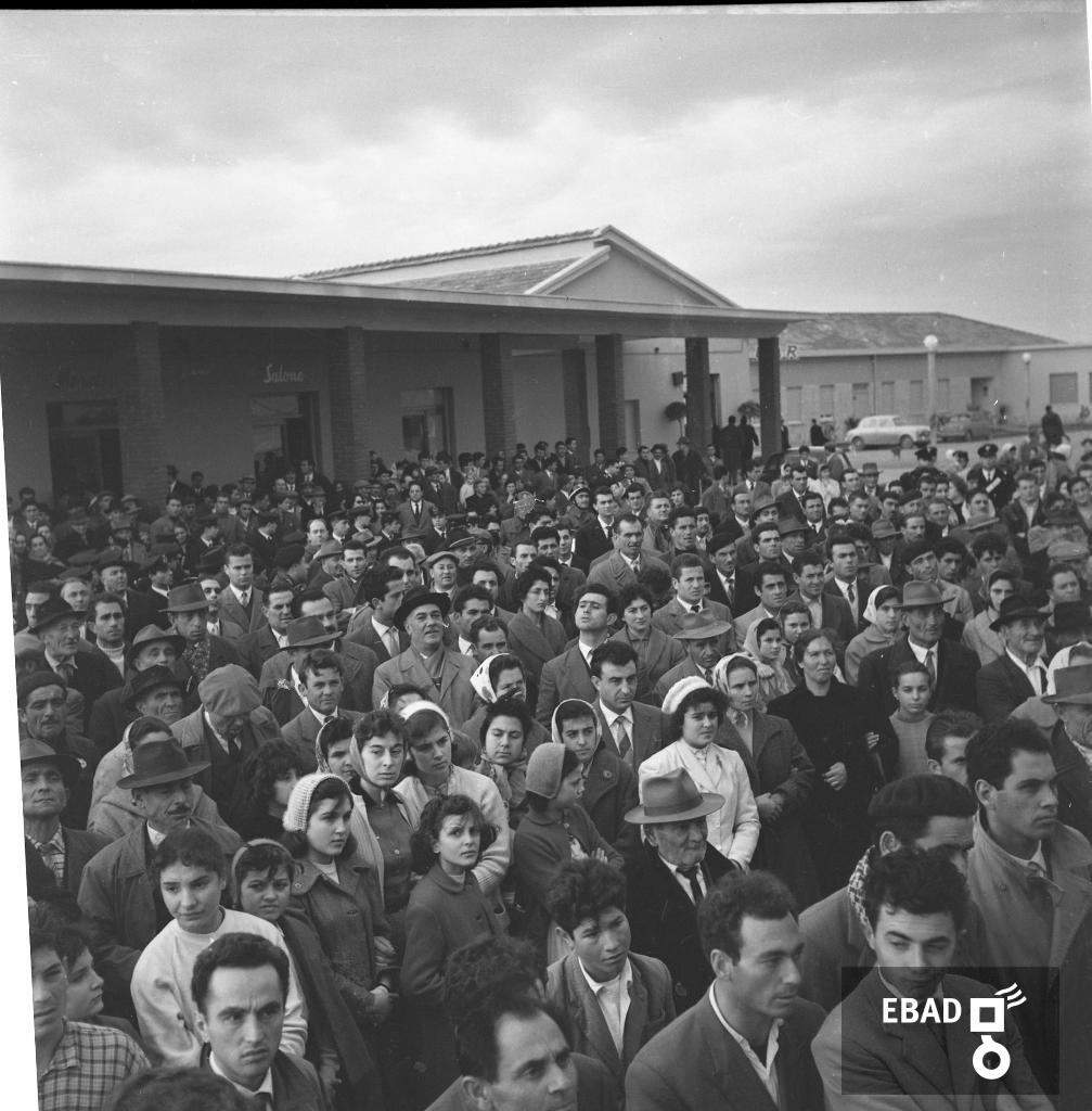 Archivio Fotografico scheda n.23353 Persone a Borgo San Cesareo ea1b7bf870ac